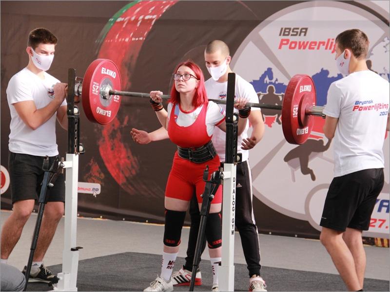 В Брянске проходит чемпионат России по пауэрлифтингу среди паралимпийцев
