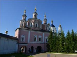Свенский монастырь вновь открыт для посещений. Но брянский Роспотребнадзор не советует