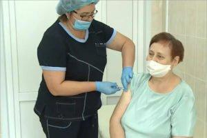 Более половины россиян готовы вакцинироваться от COVID-19 – Мурашко