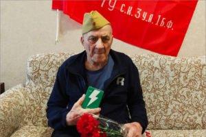 «Мобильные бригады помощи» роздали брянским ветеранам войны 500 мобильных телефонов