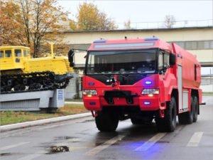 Брянский автозавод презентовал новую машину — аэродромный пожарный автомобиль