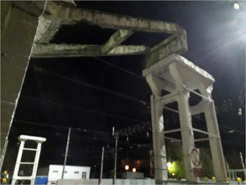 От пешеходного моста на вокзале Брянск-Орловский остался только двадцатиметровый участок