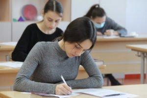 В брянских школах сдают самый массовый ЕГЭ — по русскому языку