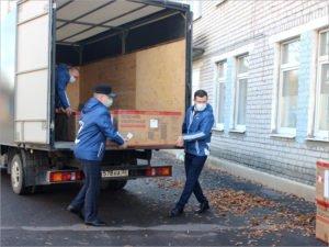 Депутаты брянского горсовета передали ковидному госпиталю тележки, кулеры и воду
