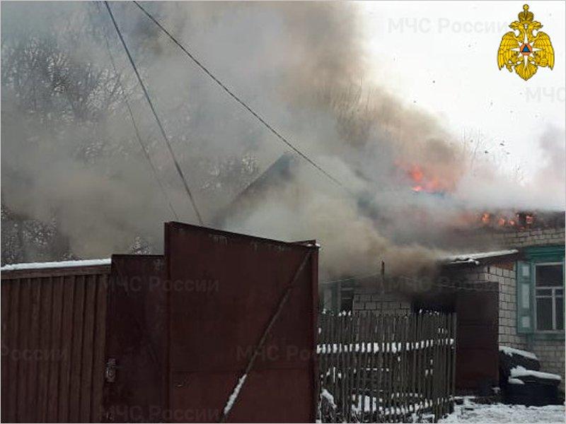 В клинцовском селе Ардонь сгорел жилой дом, погиб мужчина