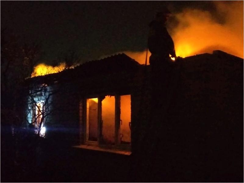Жилой дом с хозпостройками в посёлке под Суражом тушили четыре часа. Пострадавших нет