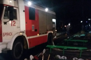 В Бежице спасатели вынесли пострадавшего из горевшей постели