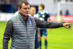 Болельщики брянского «Динамо» задают вопросы главному тренеру. Про скандал в клубе