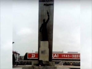 Брянская полиция отвлеклась от безмасочников: ищет граффитчиков, осквернивших мемориал на площади Партизан