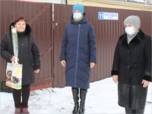 Комаричские единороссы поздравили матерей защитников Отечества