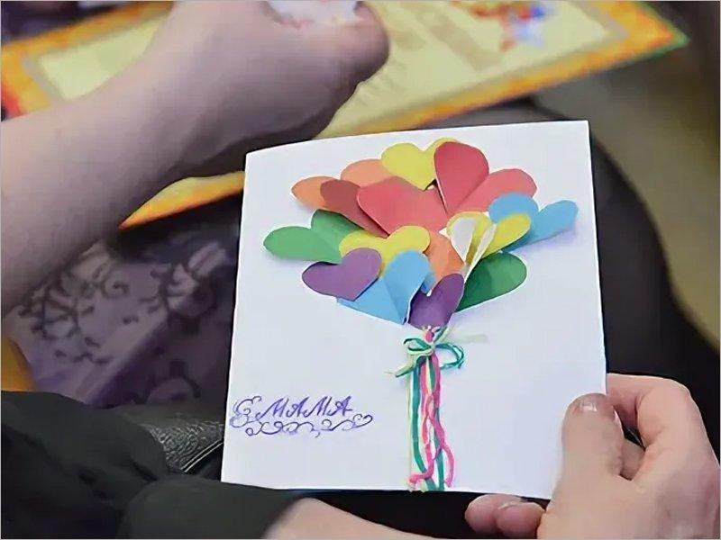 «Этот праздник — прекрасный повод выразить свою любовь самому главному в жизни человеку» – брянский губернатор поздравил женщин с Днём матери