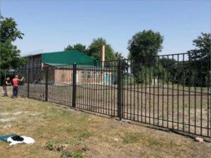 В суражской сельской школе через суд прокуратура потребовала установить забор