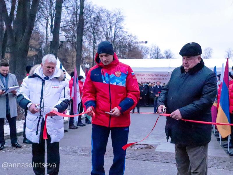 Артём Осипенко перерезал ленточку на открытии мемориала основоположникам самбо
