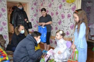 Депутаты Брянской облдумы поздравляют малышей и учащихся начальных классов с Новым годом