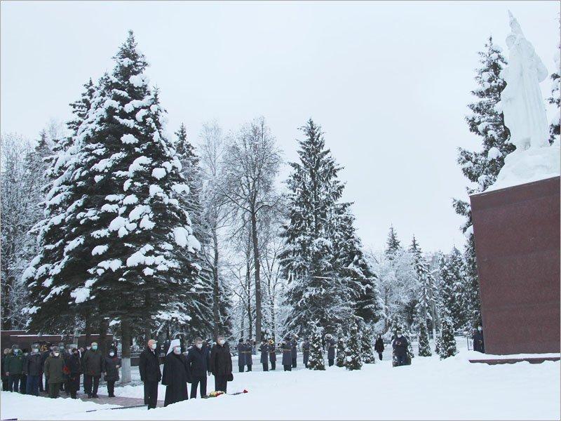 Брянский губернатор и брянские силовики почтили память Неизвестного солдата в торжественный день