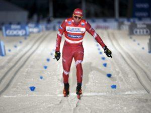 Александр Большунов взял бронзу в спринте и остался лидером зачёта «Тур де ски»