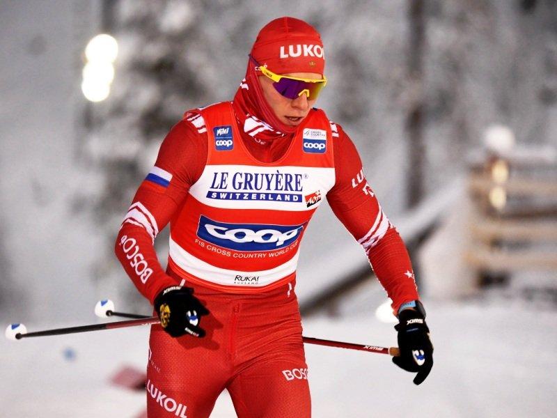 Александр Большунов взял первое золото на лыжном Кубке мира-2020