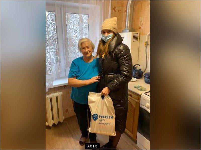 Волонтёры «Брянскэнерго» помогают ветеранам отрасли и поздравляют их с Днём энергетика