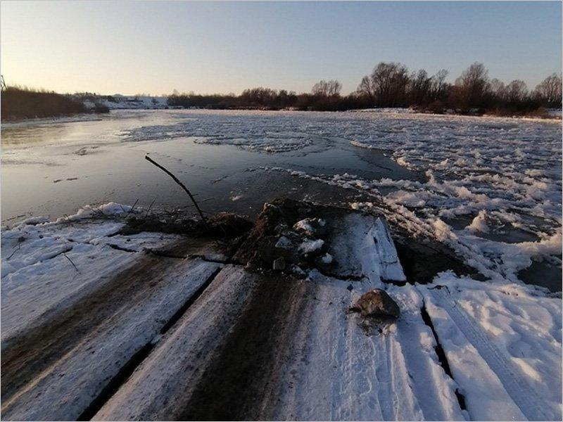 В Белой Берёзке ледостав снёс понтонный мост