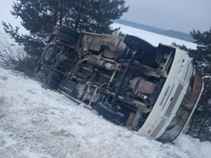 В Брянской области автобус перевернулся в кювет. Есть пострадавшие — соцсети
