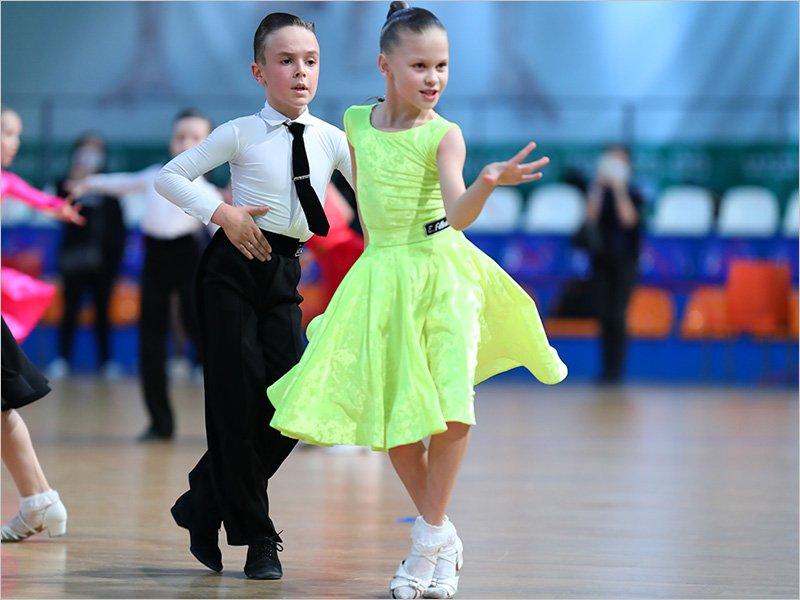 Брянские танцоры на детском марафоне станцевали без перерыва больше 50 раз