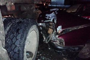 Ночные «покатушки» под Севском окончились столкновением с КАМАЗом. Пострадала несовершеннолетняя