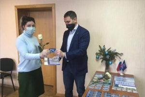 В навлинском отделении «Единой России» торжественно выдано тридцать партбилетов