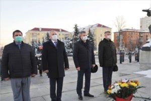 День Героев Отечества в Брянске отметили возложением цветов к Вечному огню