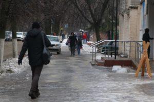 Управляющие компании Брянска получили более 200 предписаний за плохую уборку и гололедицу