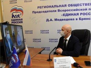 Замгубернатора Александр Коробко дистанционно решил просьбы жителей Стародуба и Навлинского района