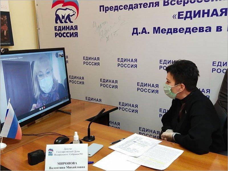 Депутат Валентина Миронова пообещала, что подъезды к брянской школе №14 будут отремонтированы