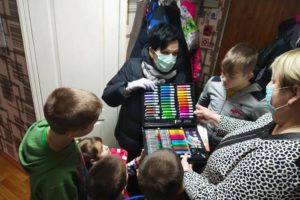 Депутат Госдумы поздравила детей из социального приюта Брянского района