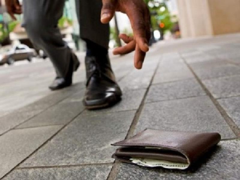 Когда фортуна жестока: пожилой жуковчанин «кутил» на деньги из найденного кошелька. Пока не был задержан