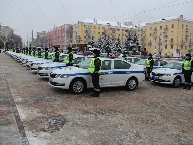 Парк областной ГИБДД пополнился на 43 патрульных и четыре учебных авто