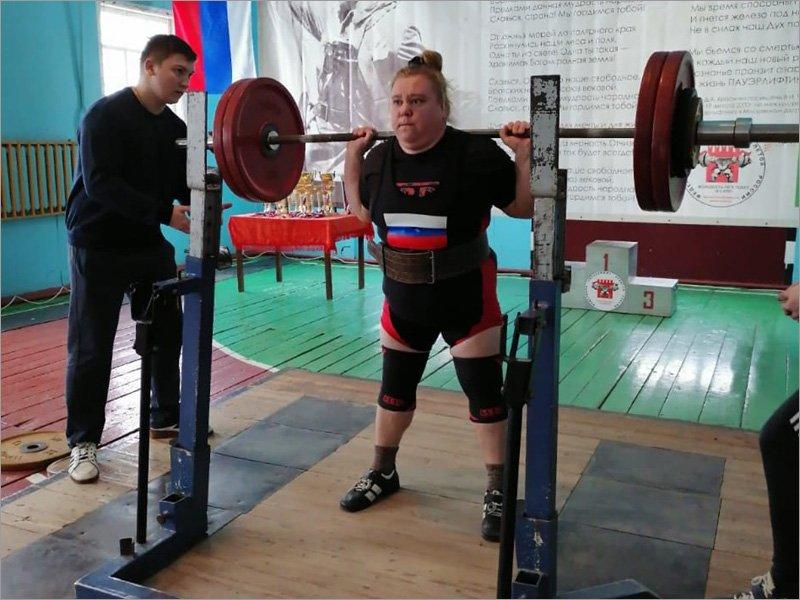 Пауэрлифтеры Брянской области выявляли сильнейших в Суземке