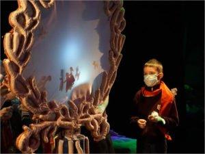 Театр кукол в Брянске устроил маленьким зрителям квест по закулисью с подарками на выходе