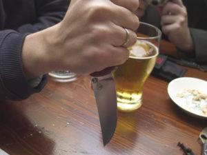 Житель Брянского района, чуть не зарезавший собутыльников и чуть не укравший ноутбук, был задержан