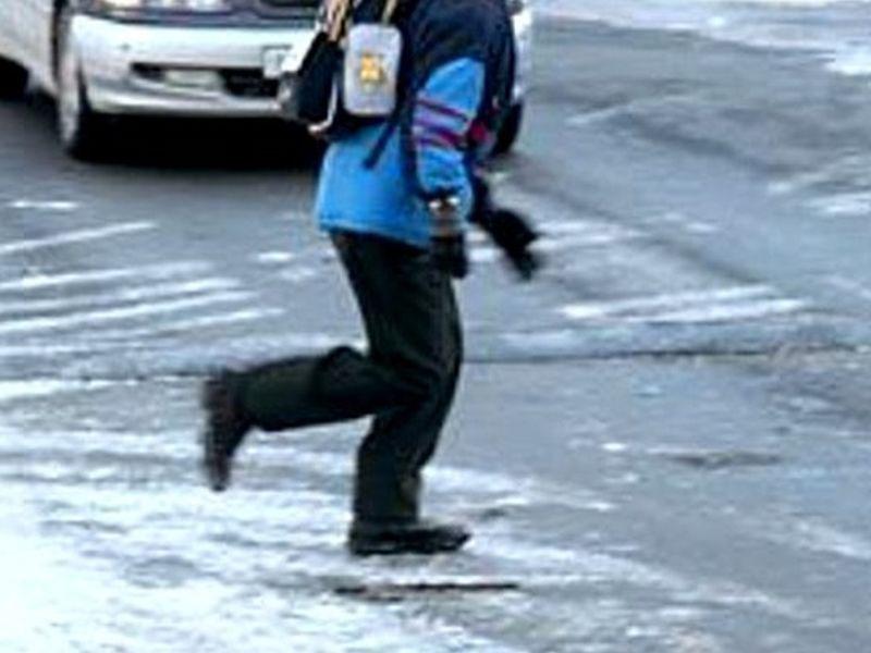 Ребёнок, перебегавший в неположенном месте дорогу в Бежицком районе получил травмы от иномарки