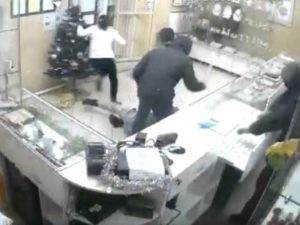 В Брянской области совершён налёт на ювелирный магазин. Тяжело ранен охранник