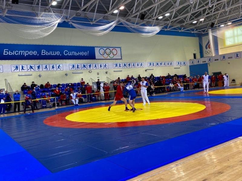 Брянские самбисты-юноши завоевали шесть медалей на домашнем первенстве ЦФО