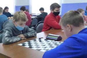 В предновогодних областных соревнованиях по русским шашкам лидировали жуковчане