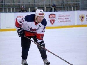 Хоккейный «Брянск» уволил своего лучшего бомбардира и вернул вратаря Бланка