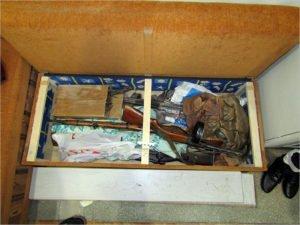 Брянские чекисты задержали двоих торговцев оружием