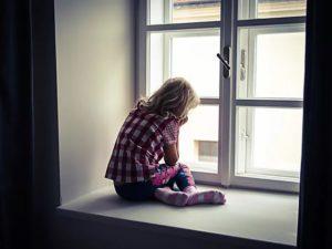 В Брянске выпала из окна 5-летняя девочка. Ребенок погиб, возбуждено уголовное дело