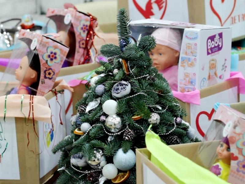 Волонтёры «ЕР» в новогодние каникулы будут организовывать ёлки в ковид-госпиталях и развозить подарки семьям медиков и ветеранам