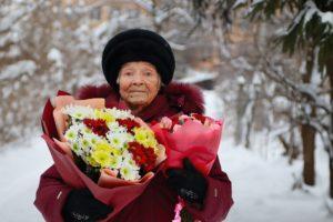 Трёх жительниц Брянска поздравили со 100-летним юбилеем