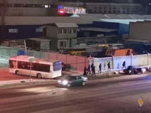 В Бежицком районе автобус с пассажирами «помял» «Жигули»