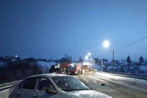 В массовом ДТП в Выгоничском районе столкнулись два большегруза и лекговушка. Один пострадавший госпитализирован