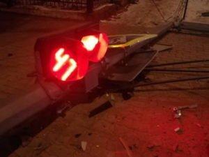 В Фокинском районе попавшая в ДТП легковушка снесла светофор
