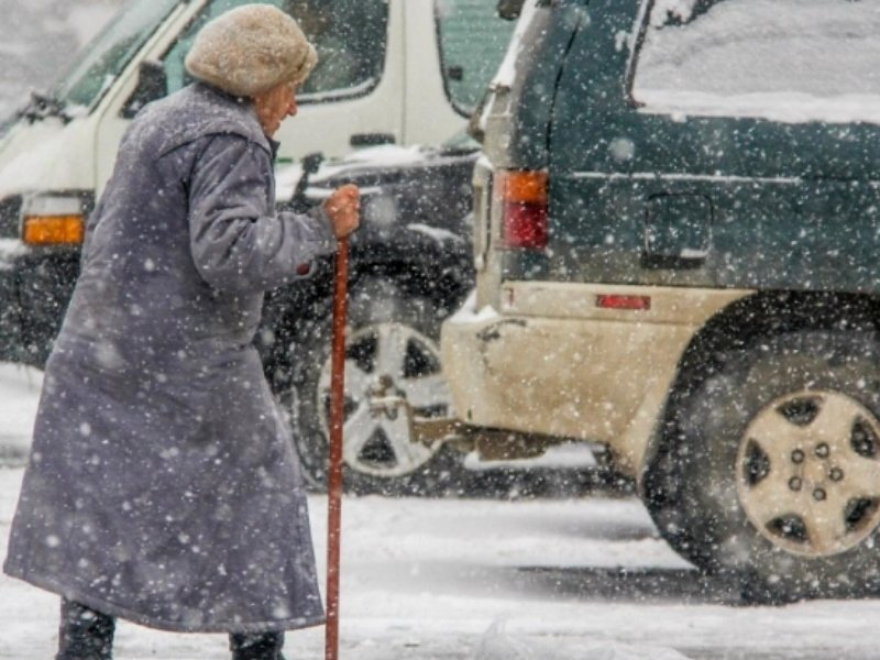 Пенсионерка из Клинцов попала под легковушку, перебегая в неположенном месте